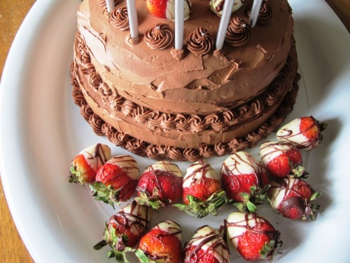mudcake with chocolate covered strawberries.