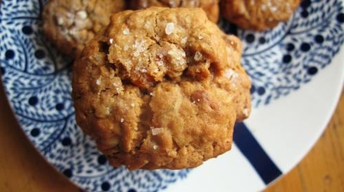 Chewy apricot oatmeal cookies with toasted almonds and sea salt I